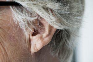 Usar aparelho auditivo ouvido preguiçoso