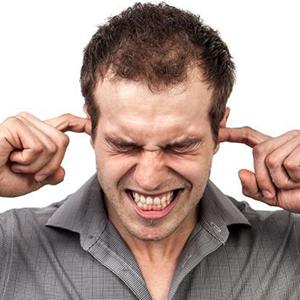 """Barulhos considerados """"comuns"""" podem comprometer a audição?"""